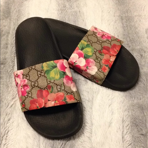 68faef35d6326 Gucci Shoes - ✨Moving Sale✨Used GG Blooms Supreme Slide Sandal
